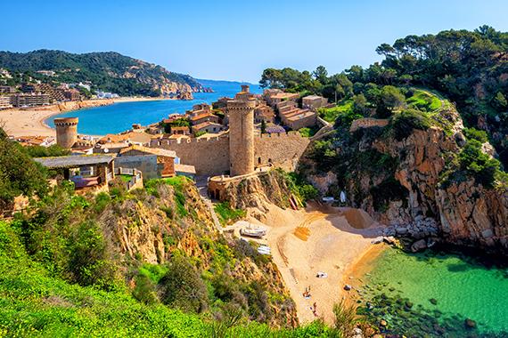 Tossa de Mar y su castillo. Taxi Palamós, Calonge te lleva de ruta por la Costa Brava.