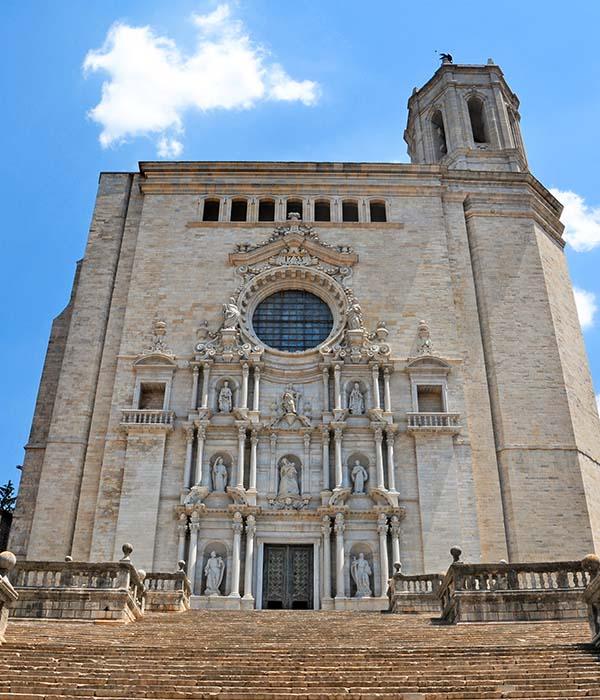 Catedral de Girona. Taxi Palamós y Calonge te lleva de ruta turística por Girona, Costa Brava.