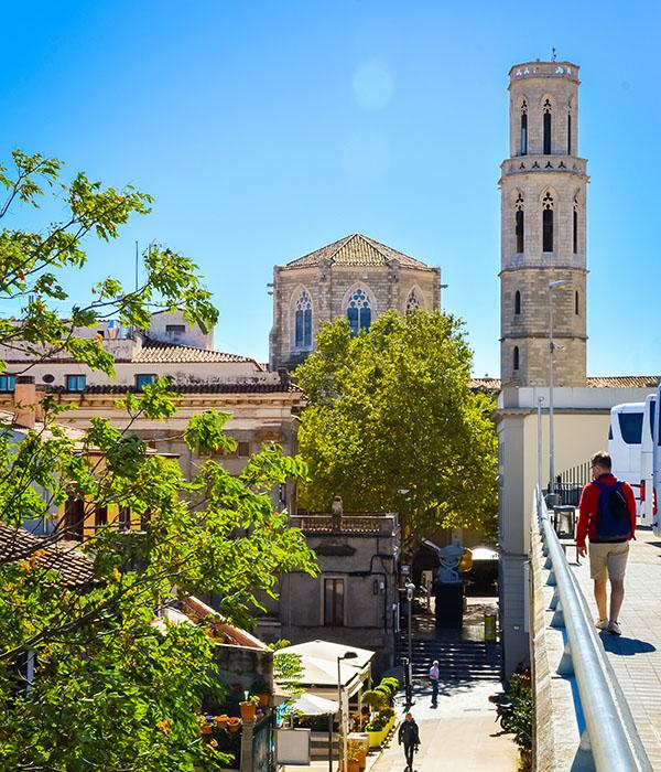 Catedral de Sant Pere en Figueres. Taxi en Palamós y Calonge.
