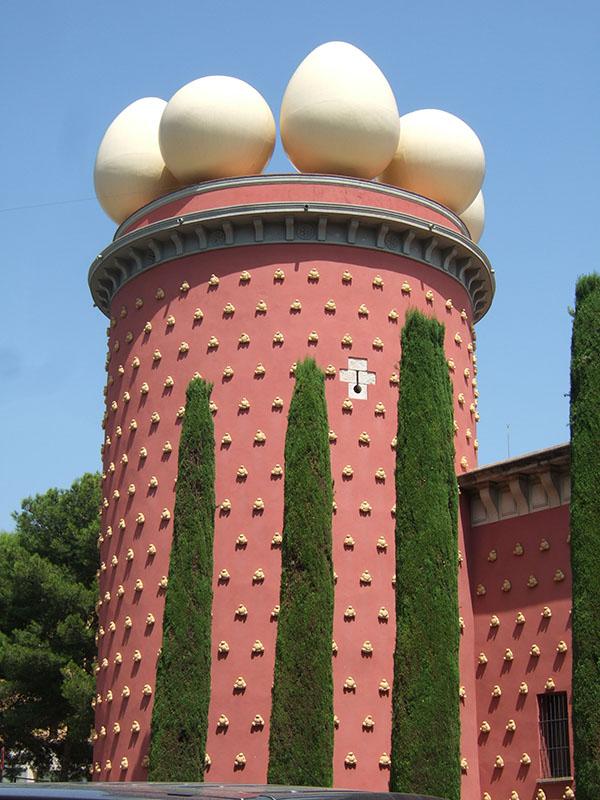 Dali Museum Figueres. Taxi Palamós y Calonge te lleva por las mejores rutas de la Costa Brava